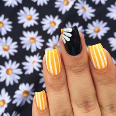 Our BFF @Mireya Critel Critel Critel Serna matched her #ManiMonday to her #OOTD (our daisy print dress). Ahh-dorbs!