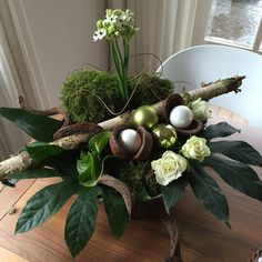 Kerststuk voor op tafel, resultaat van avondje met collega's! Christmas Planters, Outdoor Christmas Decorations, Art Floral Noel, Diy Gifts For Him, Deco Floral, Farmhouse Christmas Decor, Noel Christmas, Colorful Decor, Floral Arrangements