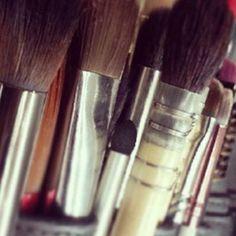 A MAC está preparando um lançamento super especial de maquiagem para abril de 2014 com Proenza Schouler. A coleção de primavera virá com pós, batons, delineadores, lápis de olhos e esmaltes no estilo das passarelas. Em comunicado oficial, a dupla de est...