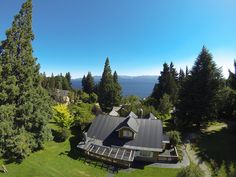 Located outside the beautiful Bariloche area, this lodge offers elegant accommodations with free Wi-Fi. Outdoor Furniture, Outdoor Decor, Villa, Places, Beautiful, Home Decor, Bariloche, Summer 2015, Hotels