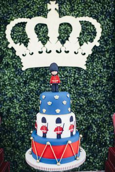 We are in LOVE with this London inspired kids cake!