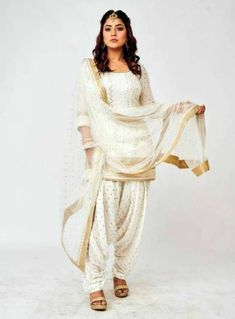 Dress Indian Style, Indian Wear, Indian Outfits, Bollywood Dress, Bollywood Fashion, Pakistani Dress Design, Pakistani Dresses, Mahira Khan Dresses, Punjabi Models