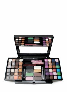 Oh. My. God. This makeup set is perfect for any girl looking to begin her makeup collection, as well as any girl wanting to expand her cosmetic arsenal.