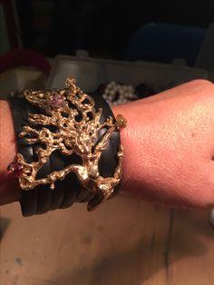 Bracciale in pelle nera Scultura Daphne con pietre fatto a mano cera persa