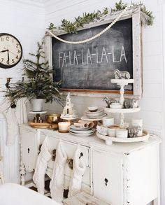 Christmas White Decor with Chalkboard lettering #christmas #homedecor #chalkboard #modernfarmhouse