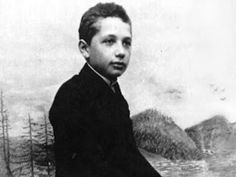 Albert Einstein was a physicist who developed the general theory of relativity. He is considered one of the most influential scientists of the century. Young Albert Einstein, Albert Einstein Facts, Einstein Quotes, Chuck Norris, Papa Juan Pablo Ii, Brain Based Learning, Theory Of Relativity, E Mc2, Physicist