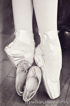 First ballet shoes and first pointe shoes  /  erste Ballettschläppchen und erste Spitzenschuhe
