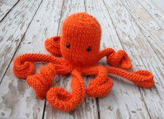 RESERVED Plush Octopus Orange Knit Amigurumi Wool door VeeStitches