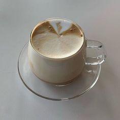 Coffee Cafe, My Coffee, Coffee Drinks, Coffee Shop, Cream Aesthetic, Aesthetic Coffee, Aesthetic Food, Cafe Rico, Latte