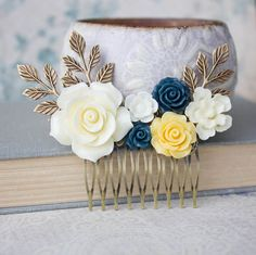 Hey, I found this really awesome Etsy listing at https://www.etsy.com/listing/178234871/rose-hair-comb-cream-ivory-rose-comb