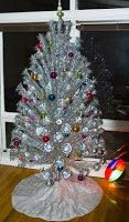 ☮ Groovy ☮ Reflections ☮: Oh! Christmas Tree! Paul takes us back in time to the Christmas trees of his childhood through today, including a GRoovy aluminum one!
