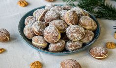 Plnené oriešky (recept Sladkej babky) Pretzel Bites, Cereal, Cupcakes, Breakfast, Ethnic Recipes, Sweet, Food, Basket, Morning Coffee