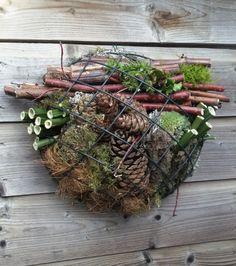 A flower arrangement for outside. First the angry in autumn material Garden Bugs, Garden Insects, Garden Deco, Garden Art, Garden Design, Bug Hotel, Insect Hotel, Garden Crafts, Garden Projects