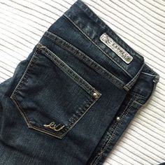 Express boot cut low rise jeans 💥 Jeans from express.  used couple of times. Still in great condition.                                      💕 Alway consider reasonable offers.             💕 Bundle and offer. Will give huge discounts on huge amounts.  💕 Comment below if you have questions.  ✨THANKS FOR VISITING MY PROFILE. 🙏🏽  Checkout my profile for bags, shoes, pants, dresses, tops, coat, skirts, accessories, sweaters, makeup. Express Jeans