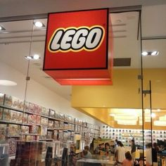 There's a Lego store at Tyson's babe! #Lego #store #tysonscorner #tysons #toys #EverythingIsAwesome #funandgames #childhood #childhoodiscalling