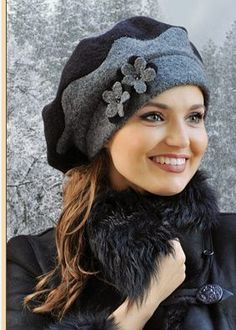 Resultado de imagen de выкройка берета женского – Keep up with the times. Fancy Hats, Cool Hats, Knitted Hats, Crochet Hats, Fleece Hats, Stylish Hats, Fascinator Hats, Fascinators, Love Hat