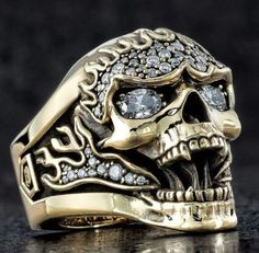 A Different Decision: Skull Wedding Rings Skull Jewelry, Gothic Jewelry, Jewelry Rings, Jewelery, Jewelry Accessories, Jewelry Design, Skull Rings, Unusual Wedding Rings, Unusual Rings