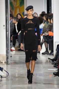 Akris : l'élégance est un art Fashion Week, Skirt Fashion, Face Wrap, Stretch Pencil Skirt, Ribbed Cardigan, Velvet Jacket, Silk Wool, Silk Crepe, Plaid Flannel