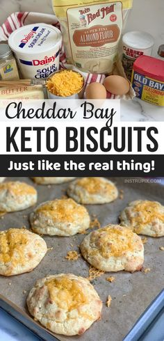 Biscuits Au Cheddar, Biscuits Keto, Queso Cheddar, Easy Healthy Recipes, Quick Easy Meals, Low Carb Recipes, Bread Recipes, Cookie Recipes, Paleo Vegan