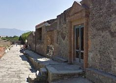 Bath complex entrance and street in front of Julia Felix Estate, Pompeii, Italy (Photo: © Jackie and Bob Dunn) Ancient Pompeii, Pompeii And Herculaneum, Ancient Roman Houses, Egypt Culture, Roman History, Weird Pictures, Ancient Architecture, Ancient Greece, Roman Empire