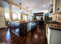 Isn't this beautiful? What would your dream kitchen include. an island, bar, window bench? Wine Cork Jewelry, Schedule Design, Window Benches, Open Kitchen, Kitchen Design, Living Spaces, Sweet Home, Kitchen Cabinets, House Design