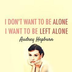 """""""No quiero estar sola. Quiero que me dejen en paz""""  Audrey Hepburn"""