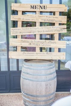 Wedding decoration: 10 DIY to do with wooden pallets - New Site Garden Party Decorations, Wedding Ceremony Decorations, Decoration Table, Farm Themed Party, Glass Garden, Wooden Pallets, Creative, Bois Diy, Genere