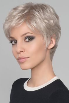 The Short Pixie Cut - 58 Great Haircuts You'll See for 2019 - Hairstyles Trends Short White Hair, Short Straight Hair, Short Hair Cuts For Women, Straight Hairstyles, Black Hair, Curly Hair Styles, Natural Hair Styles, Great Haircuts, Short Pixie Haircuts