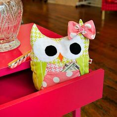 Love this owl with a pocket! Such a cool idea.    Google Image Result for http://djiqd110ru30i.cloudfront.net/upload/1047802/pattern/36304/full_8726_36304_MODKIDModOwlStuffie_3.jpg