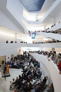 Edificio para las Artes Visuales, Universidad de Iowa, Ciudad de Iowa, IA - Steven Holl Architects - © Iwan Baan
