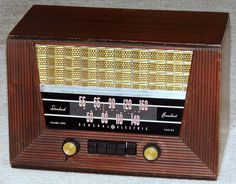 Vintage General Electric Wood Table Radio With Push Buttons, Model 321…