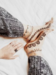 Henna Tattoo am Fuß | ellawayfarer.com