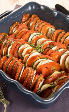 Tian di zucchine e pomodori - Best Pins italian Real Food Recipes, Vegetarian Recipes, Healthy Recipes, Healthy Food, Breakfast Lunch Dinner, Batch Cooking, Barbecue Recipes, No Cook Meals, Summer Recipes