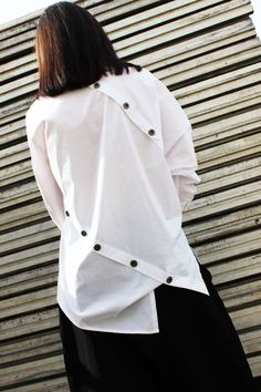 for this Tailer fit designer wear Urban Apparel, Streetwear Mode, Streetwear Fashion, Urban Outfits, Fashion Outfits, Oversized White Shirt, Loose Shirts, Mode Hijab, White Shirts