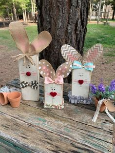 Lynette Taylor Stephens made these cute wood bunnies! Her craft page is found here. She said she used burlap (wire edge) Spring Projects, Easter Projects, Easter Crafts For Kids, Spring Crafts, Holiday Crafts, Diy Craft Projects, Rabbit Crafts, Bunny Crafts, Wood Block Crafts