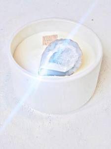 emiliemoon.com bougies sensorielles fleuries,cristaux,décoration. Deco, Decorating Candles, Crystals, Virgo, Decoration, Deko, Decor, Dekoration, Interiors