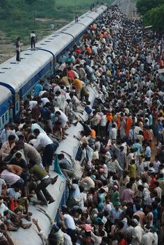Muslim devotees travel on an overcrowded train to attend the final prayer ser. The Real World, People Around The World, Around The Worlds, Cultures Du Monde, Amazing India, Weird Pictures, India Travel, Places To Go, Travel Photography