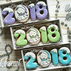 Cookies Decorated Ideas New Years 66 Ideas Christmas Biscuits, Christmas Sugar Cookies, Christmas Sweets, Noel Christmas, Holiday Cookies, Christmas Baking, Iced Cookies, Cute Cookies, Cookies Et Biscuits