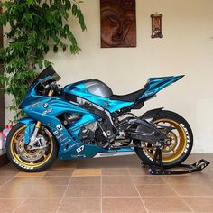 That's a damn sexy bike! Custom Street Bikes, Custom Sport Bikes, Bmw S1000rr, Super Bikes, Wallpapers Bmw, Diavel Ducati, R15 Yamaha, Motorcycle Style, Motorcycle Quotes
