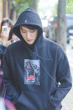 He's literally boyfriend material Youngjae, Jaebum Got7, Kim Yugyeom, Girls Girls Girls, Bruno Mars, Jinyoung, Kdrama, Daddy, Got7 Members
