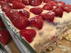 Kanálcsilingelős: Fehércsokoládés-epres krémes tiramisu | Mediterrán ételek és egyéb finomságok... Raspberry, Strawberry, Cooking Recipes, Healthy Recipes, Tiramisu, Food And Drink, Pudding, Fruit, Drinks