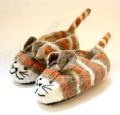 Felt slippers / Felt shoes / from Prestige of Ne … – Children's Clothing Advice Clog Boots, Slipper Boots, Shoe Recipe, Felt Shoes, Felted Slippers, Wet Felting, Childrens Shoes, Nepal, Handmade Items