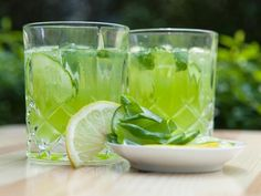 Rezepte für frische Sommerdrinks: http://www.fuersie.de/kitchen-girls/rezepte/blog-post/rezept-fuer-sommerdrinks