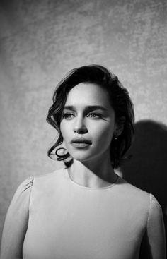 Picture of Emilia Clarke Daenerys Targaryen, Khaleesi, Emilia Clarke, English Actresses, British Actresses, Bikini For Curves, Game Of Thrones, Girls In Panties, Girl With Curves