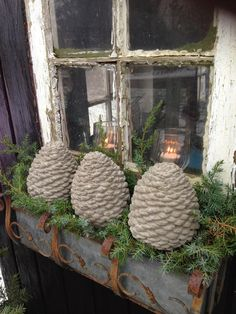 Winter windowbox - Concrete (cement) pine cones. Made with a mold. DIY on site (in danish)