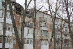 Стала известна возможная причина взрыва дома в Таганроге Соседи рассказали, что хозяин квартиры вёл асоциальный образ жизни. Причиной трагедии могло стать неосторожное обращение с газовыми приборами. В квартире на пятом этаже проживал мужчина, который вёл асоциальный образ жизни. Предположительно, 36-летний К. был наркозависим и часто устраивал в своей квартире «клуб по интересам». Вечером 8 апреля приятели встретились очередной раз, отдохнули и легли спать, забыв выключить газовую конфорку…