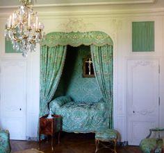 LES LIAISONS DE MARIE ANTOINETTE | Lit de la chambre de Mme de Pompadour, dans ses appartements du château de Versailles.| Jules78120 Wikipedia