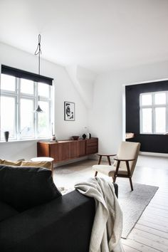 my scandinavian home: A Beautifully Pared-back Norwegian Hillside Home Scandinavian Home Interiors, Scandinavian Design, Scandinavian Living, Interior Design Tips, Interior Decorating, Norwegian House, Sliding Door Design, Sustainable Furniture, White Walls