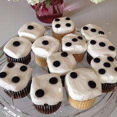 Bunco Cupcakes for @Shawn Harvey - for the family reunion. I'll make 'em :)