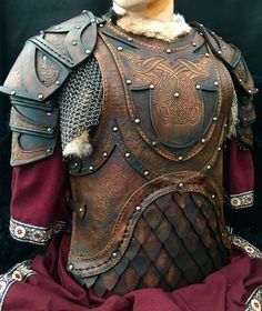 This stunning leather body armour, (The Odinson body armour) has been hand made out of a variety of layers of 3.5mm & 2 mm veg tanned leather was designed and made by the armourer Alex Agricola of Black Raven Armoury. Ideal for…Read more ›